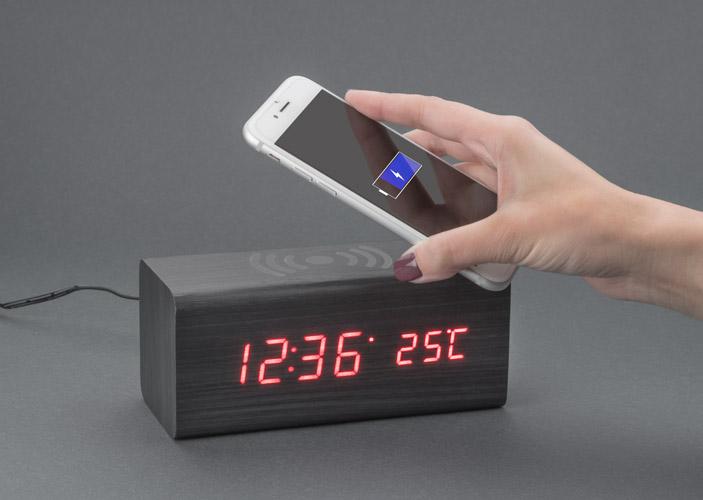 Galda pulkstenis ar bezvadu lādētāju